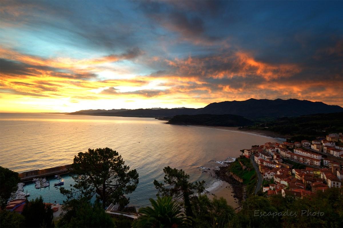 Lever du jour sur le port de Lastres - Asturies