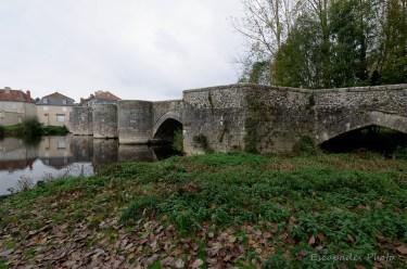Saint-Savin : Piles et arches du vieux pont