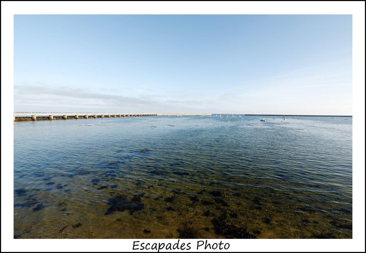 La jetée du port de Kerity Penmarc'h à marée basse
