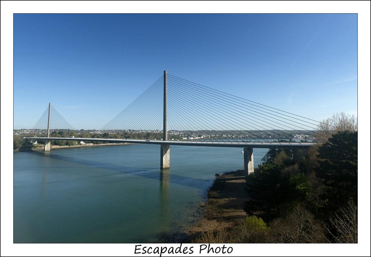 Le pont à haubans de l'Iroise enjambe l'Elorn