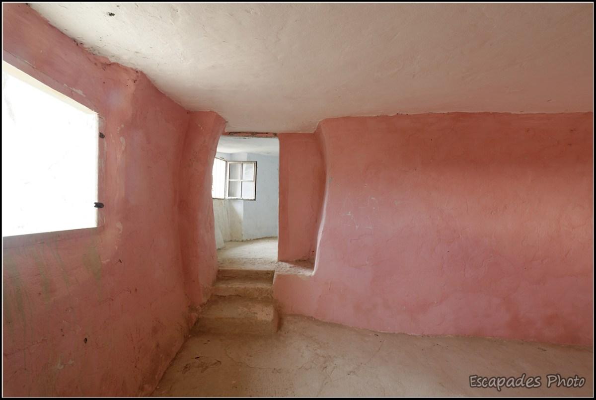 Arguedas - chambre dans maison troglodyte