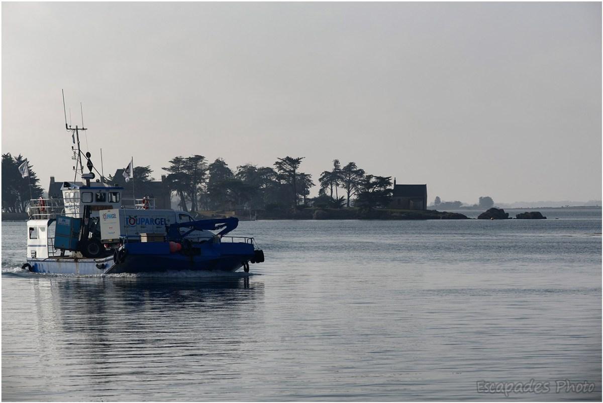 La barge Béluré assure le ravitaillement de l'île d'Arz