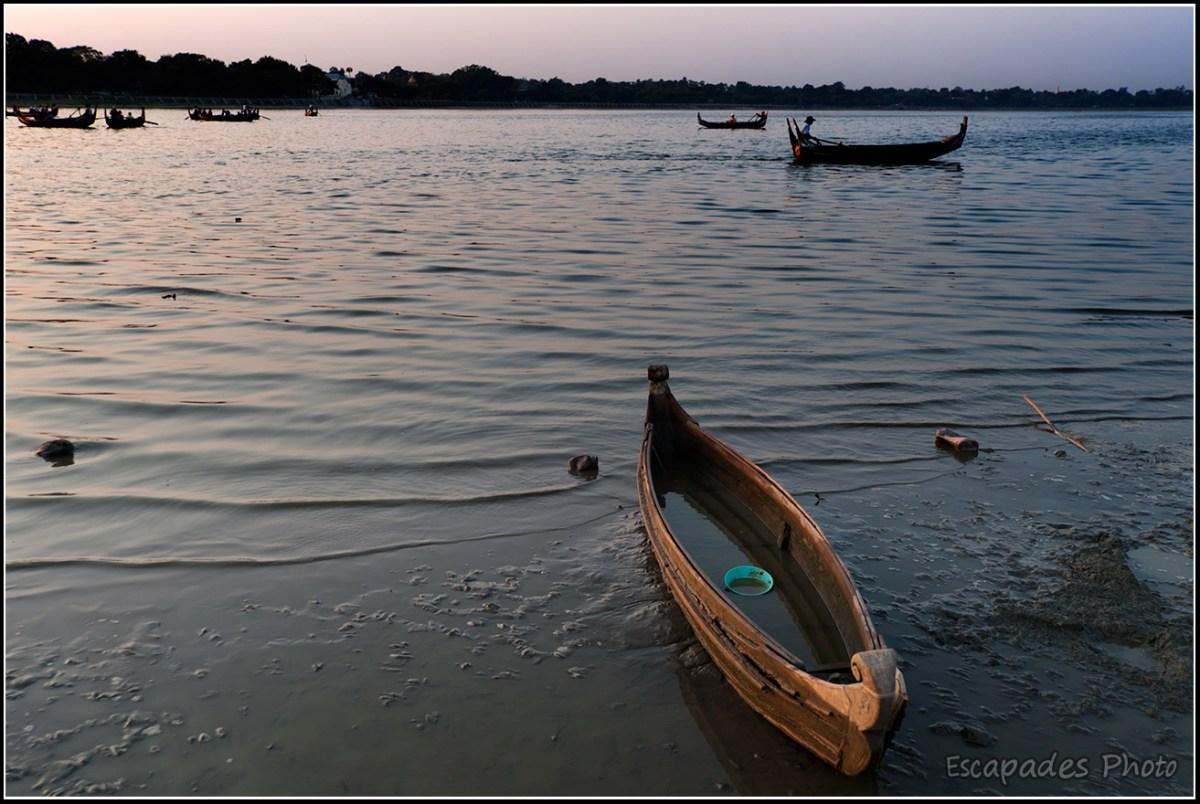 Barque sur le lac de Taungthaman