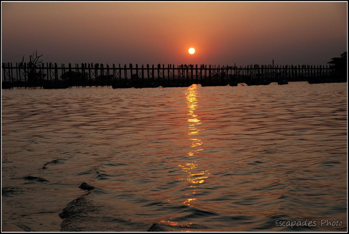 U Bein coucher de soleil sur un pont mythique
