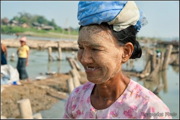 Le peuple du fleuve Irrawaddy à Mandalay