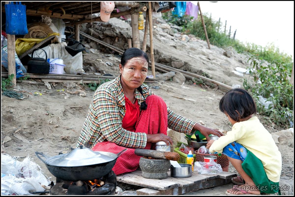 Peuple de la rivière à Mandalay : Préparation culinaire