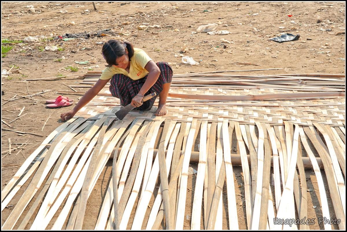 Peuple de la rivière à Mandalay - Tressage du bambou