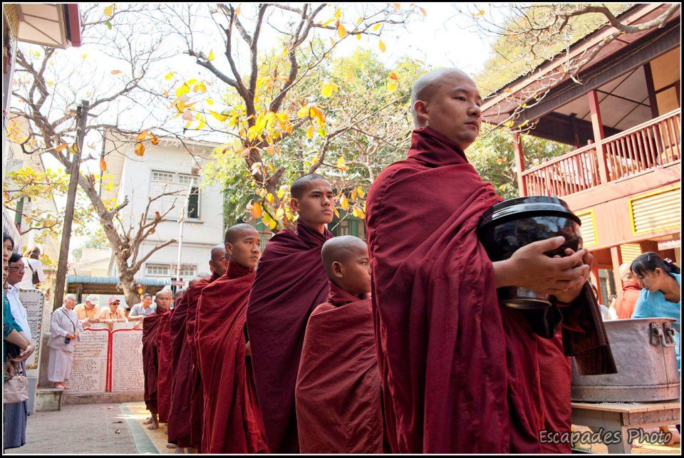 Repas des moines - Mahagandayon l'aumône