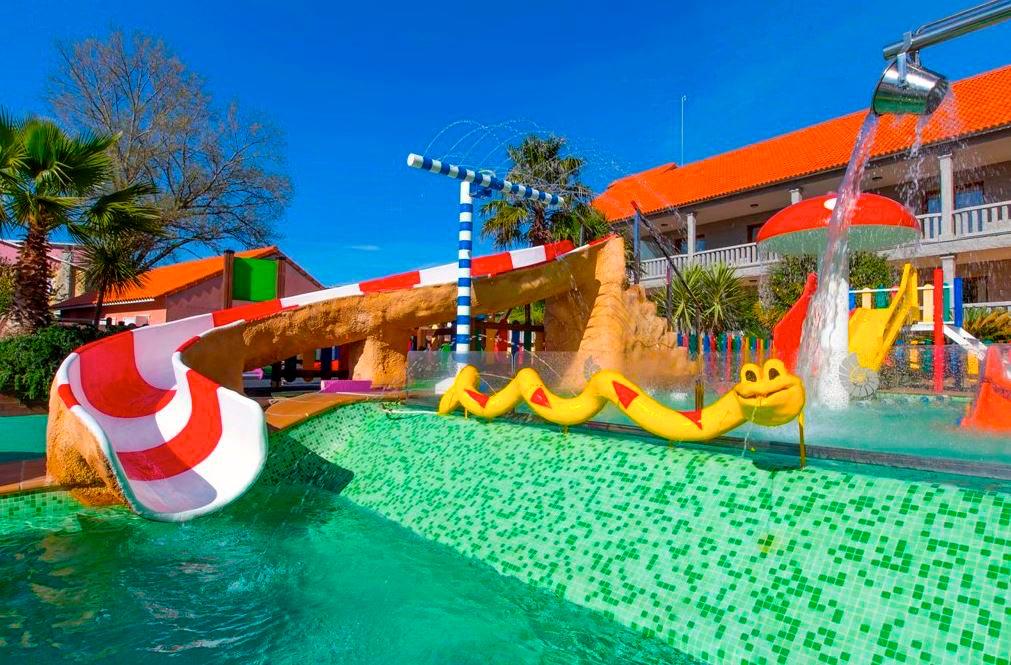 Hoteles con toboganes acu ticos segunda parte escapat - Hotel piscina toboganes para ninos ...