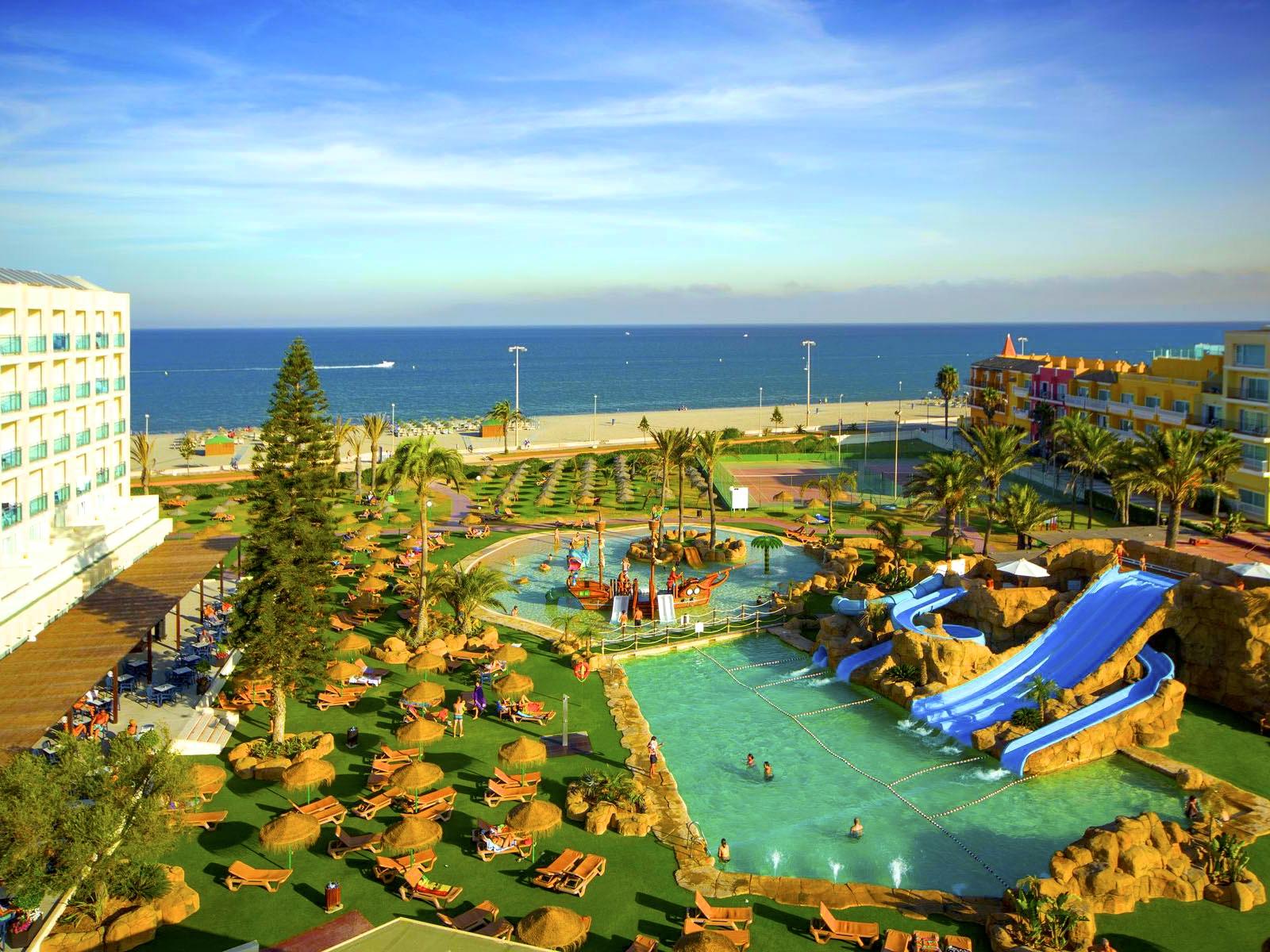Hoteles con toboganes acu ticos escapat - Hoteles en castellon con piscina ...