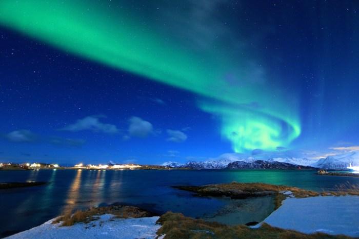Bajo las Auroras Boreales en el mar de Noruega