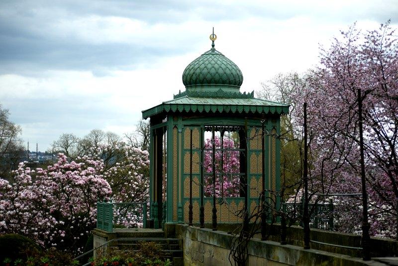 Maurische Baukunst und Magnolienblüten