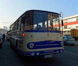 In 2 Oldtimer-Bussen geht es dann...