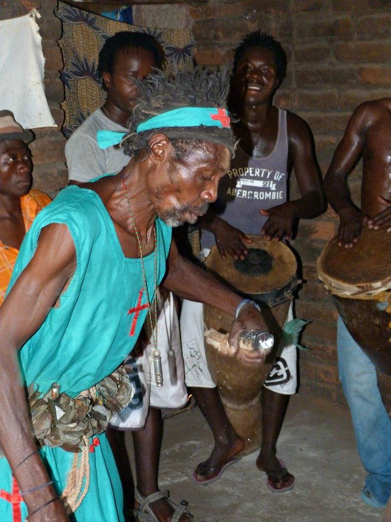 Zu Besuch beim Medizinmann in Malawi, Afrika