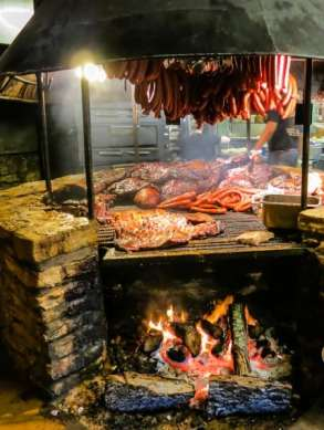 If only the bbq at the neaby Salt Lick were as good as the beef at vaca y vino...