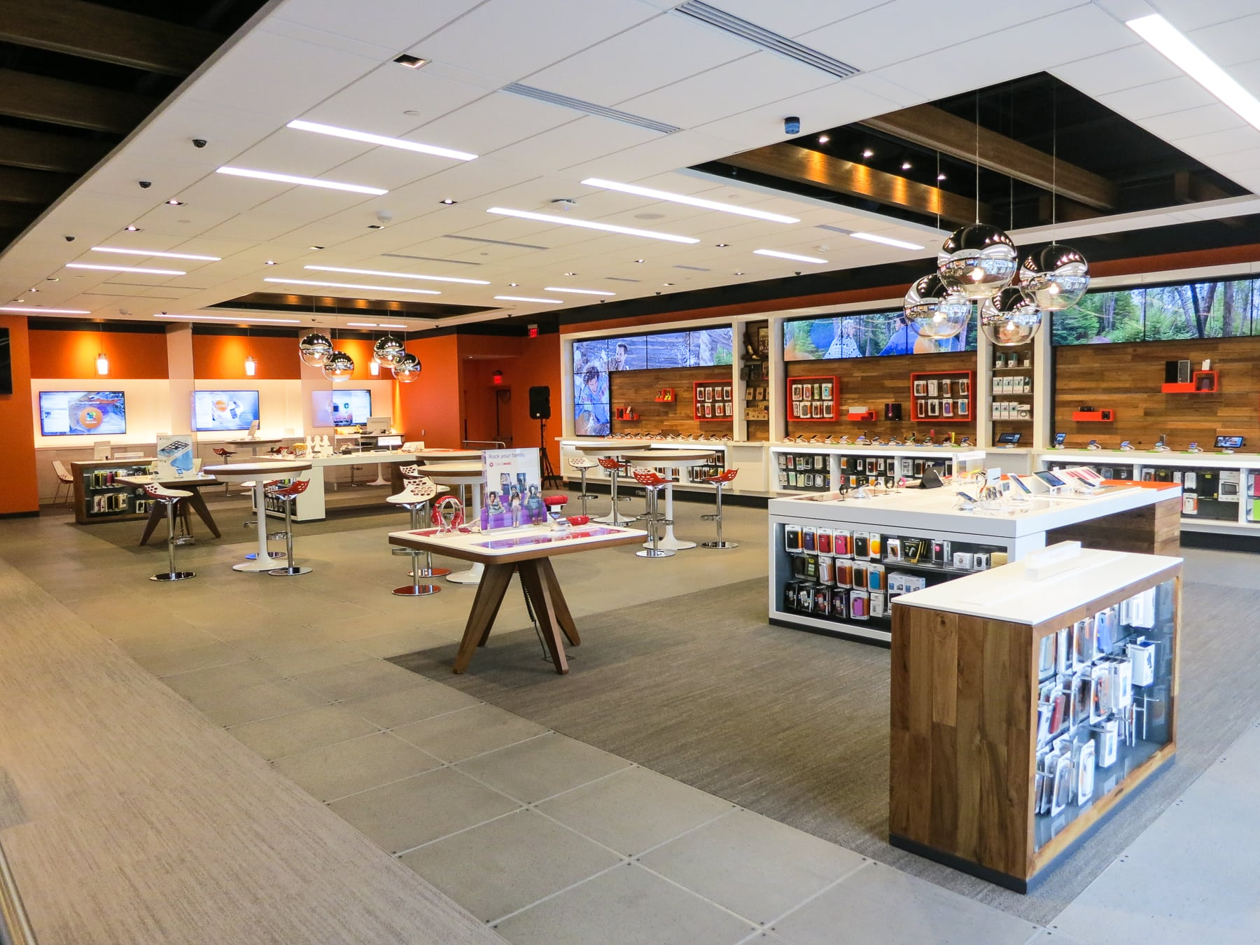 Redesigned At T Store In Addison Features New Flagship Design Aims