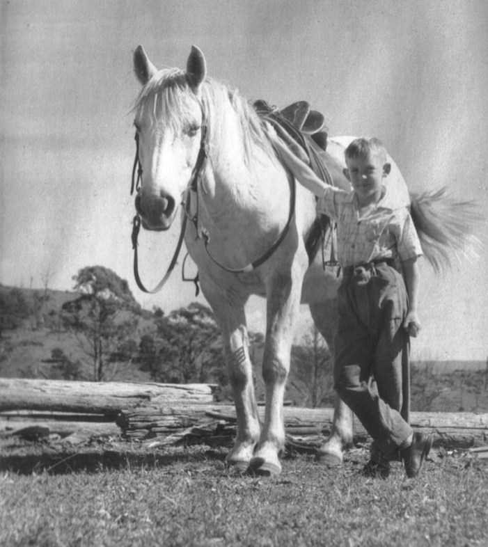 GEOFF GOODFELLOW HORSE EASTER 1958 (AGE 7) (3)