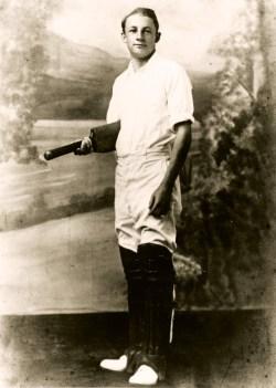 BMG516 Don Bradman. Local record & first bat 1926