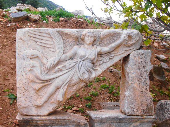 La diosa de la Victoria Nike Despedida desde Éfeso. Guía de Viaje Turquia