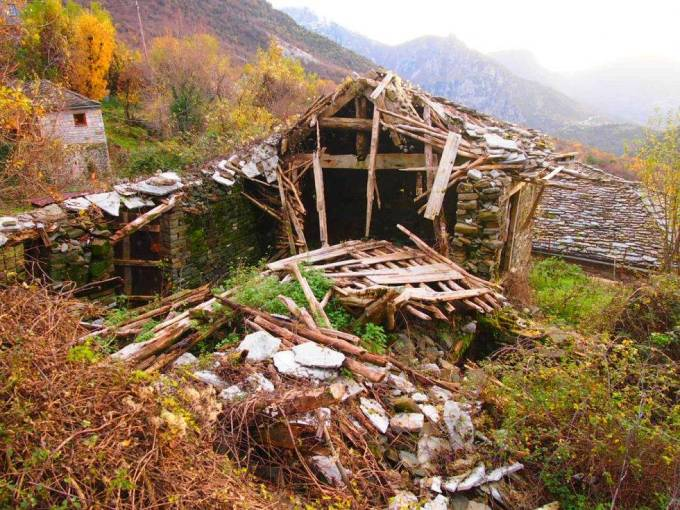 Casa en ruinas en Mikro Papigo