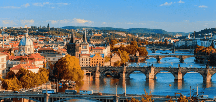 Panoramica Praga, río moldava puente de carlos y edificios 10 cosas que debes conocer antes de viajar a Praga este 2020