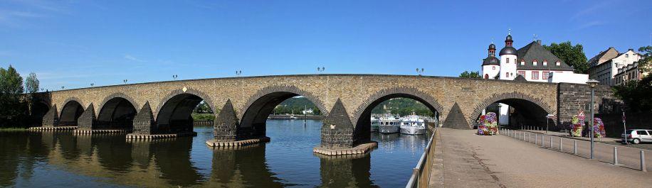Koblenz_im_Buga-Jahr_2011_-_Balduinbrücke_01