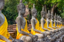 Buddhas lined up at Wat Ratburana.