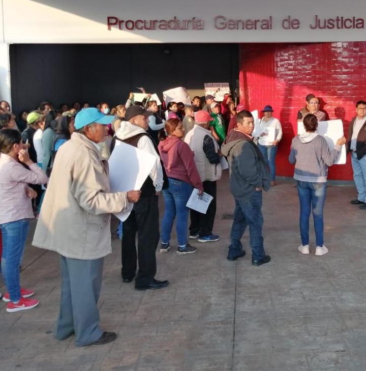 Se manifiestan habitantes de Nativitas en PGJE; exigen investigar desaparición de vecino.