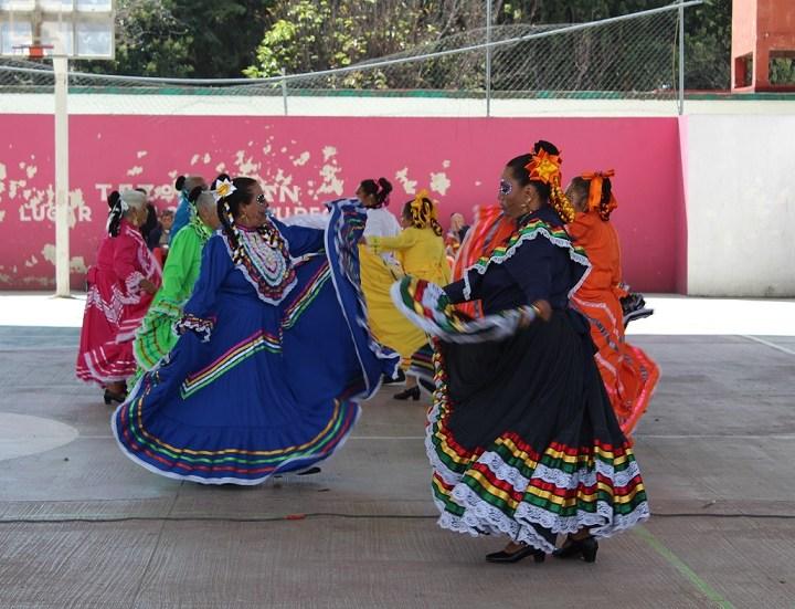 Promueven actividades artísticas y deportivas para personas de la tercera edad en Tezoquipan.