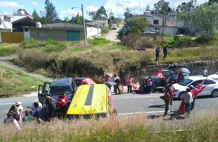 Colapsan campesinos carretera Apizaco-Tlaxcala
