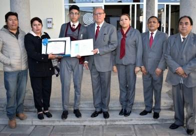 Reconoce COBAT a estudiante que ganó Concurso de Escritores celebrado en Lima Perú