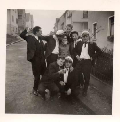 Kerbegesellschaft am Kohlberg, vermutlich 1960er Jahre. Foto von Familie Theo Weller