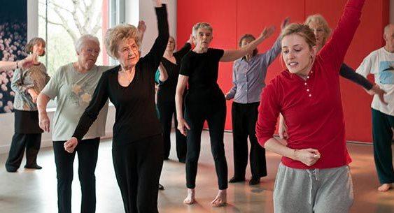 Além disso, a dança pode melhorar a memória, o aprendizado e o equilíbrio.