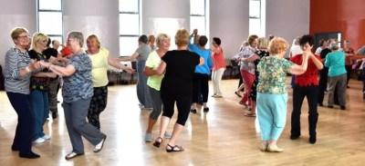 mayores de 60 que dançam tem melhor qualidade de vida