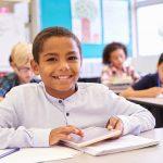 Seu filho deve estudar em uma escola inovadora ou convencional? Saiba como escolher!
