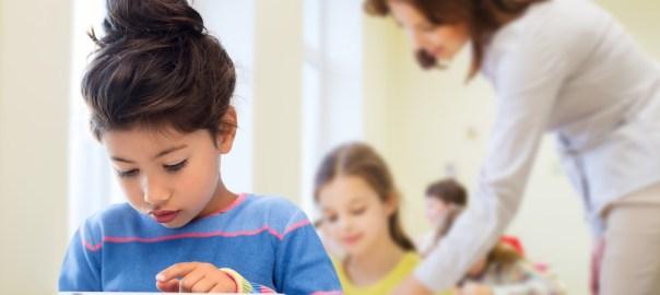 Saiba como controlar a autocobrança e o medo de errar das crianças