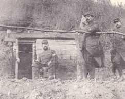 abri militaire en bois ressemblant à ceux utilisés à Gasconville