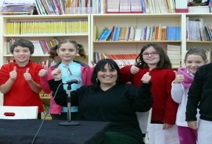 Els alumnes de quart enregistren les entrevistes de ràdio