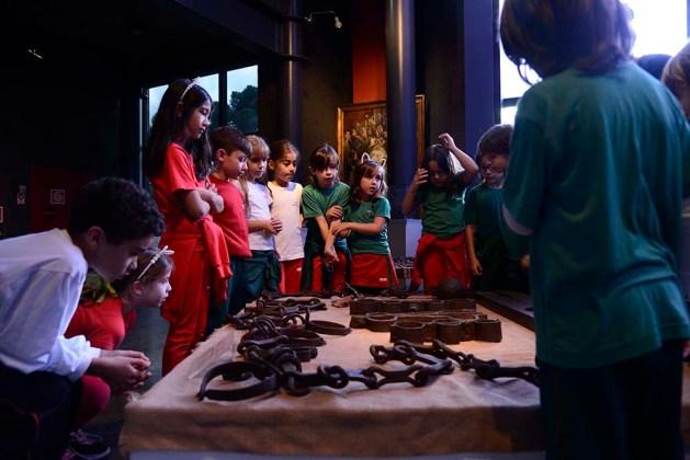 Instrumentos de tortura usados no século XIX na América escravocrata.