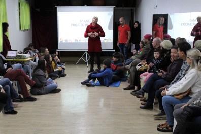 Thamy Padilha, em reunião com pais e equipe pedagógica, na Mostra de Projetos da Escola Terra Firme