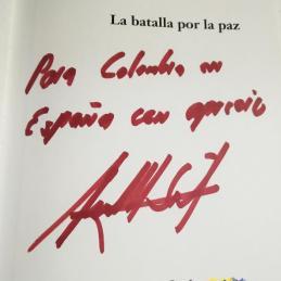 """Juan Manuel Santos dedica su libro """"La batalla por la paz"""" a """"Colombia en España con aprecio"""", en Casa de América, Madrid"""