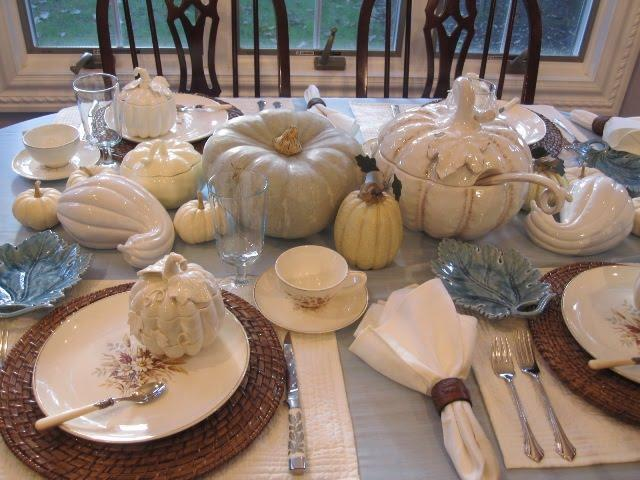 Classy Thanksgiving tables are all the rage.