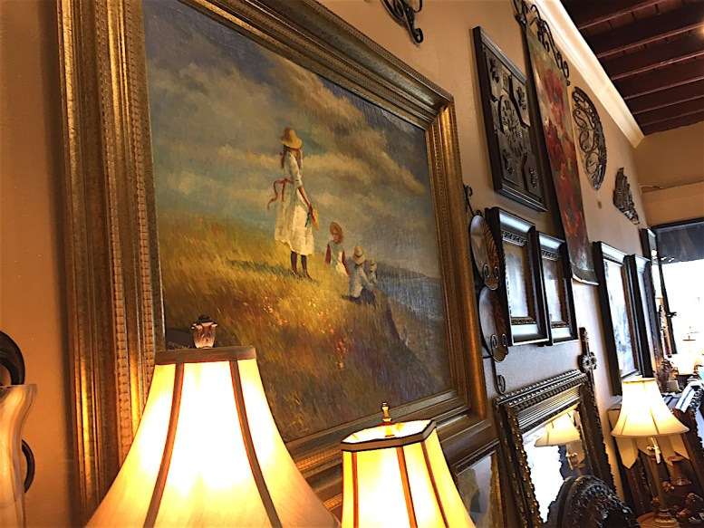 Valuable paintings, frames and lamps at great prices.