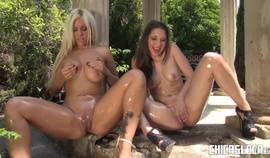 Chicas Loca – Hot Squirting And Double Ended Dildo Fucking With Spanish Lesbians