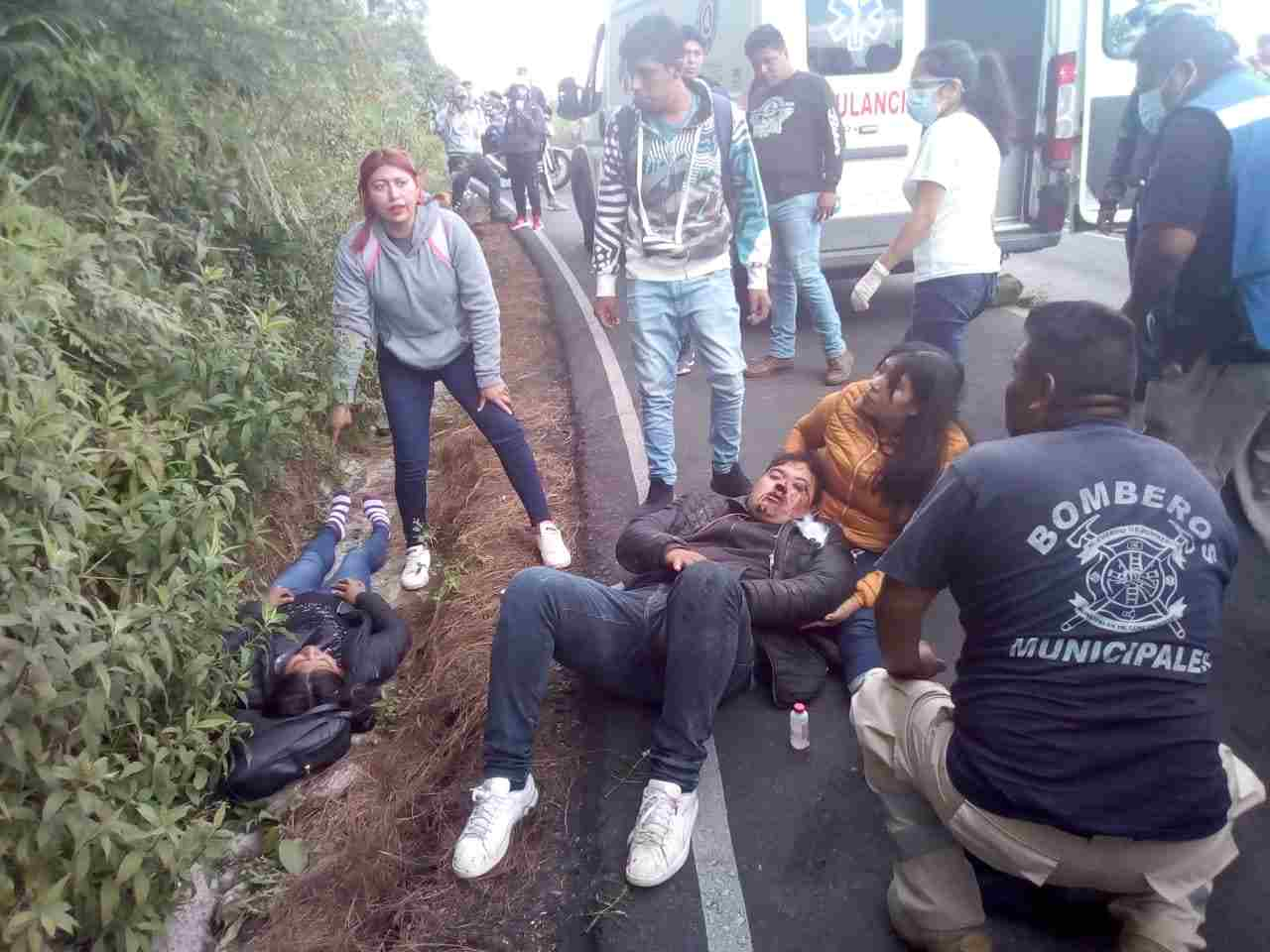 DERRAPAN MOTOCICLISTAS EN CALCAHUALCO