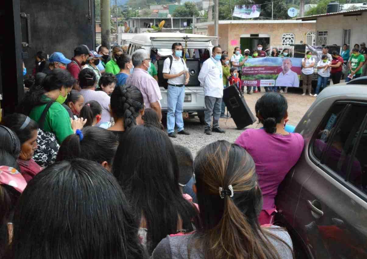RECONOCEN HUATUSQUEÑOS TRABAJO Y PROYECTO DE VENTURA DEMUNER