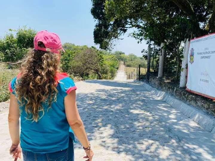 ENTREGA CARMEN CANTÓN EMPEDRADO EN EL RECUERDO