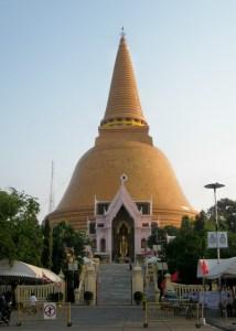 Wat Phra Pathom Chedi en Nakhon Pathom. Conmemora el inicio el Budismo en Tailandia