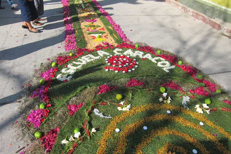 The first Holy Week carpet of Escuela Caracol