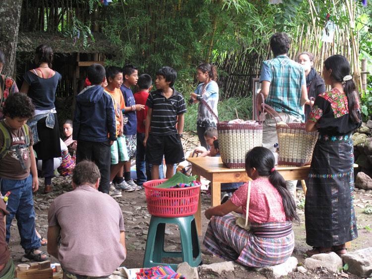 K'iyb'äl Caracol: Wednesday markets at Escuela Caracol